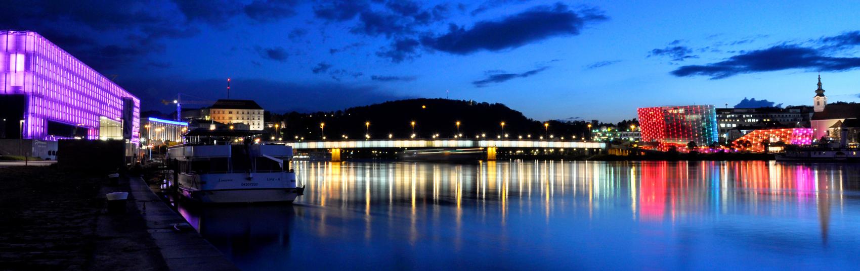 Linz bei Nacht / © Linz Tourismus Susanne Einzenberger